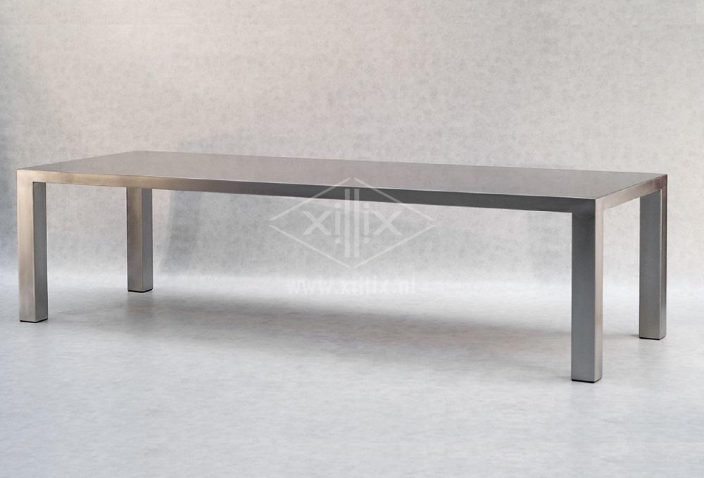 grote compleet roestvrijstalen tafel van xillix.nl