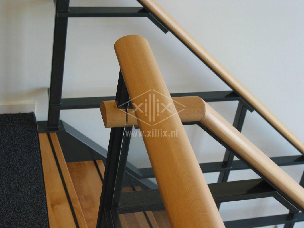 bovenaanzicht aansluiting balustrade op traphek xillix.nl