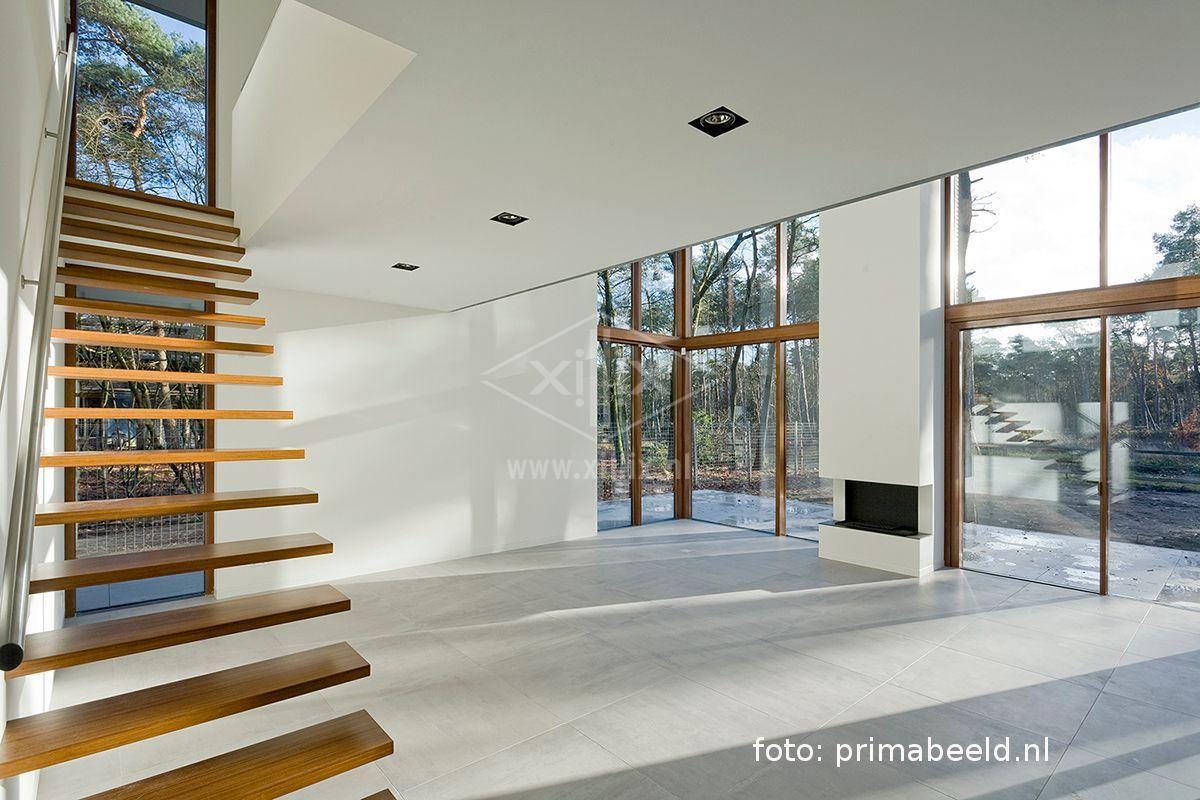 zwevende trap met bamboe