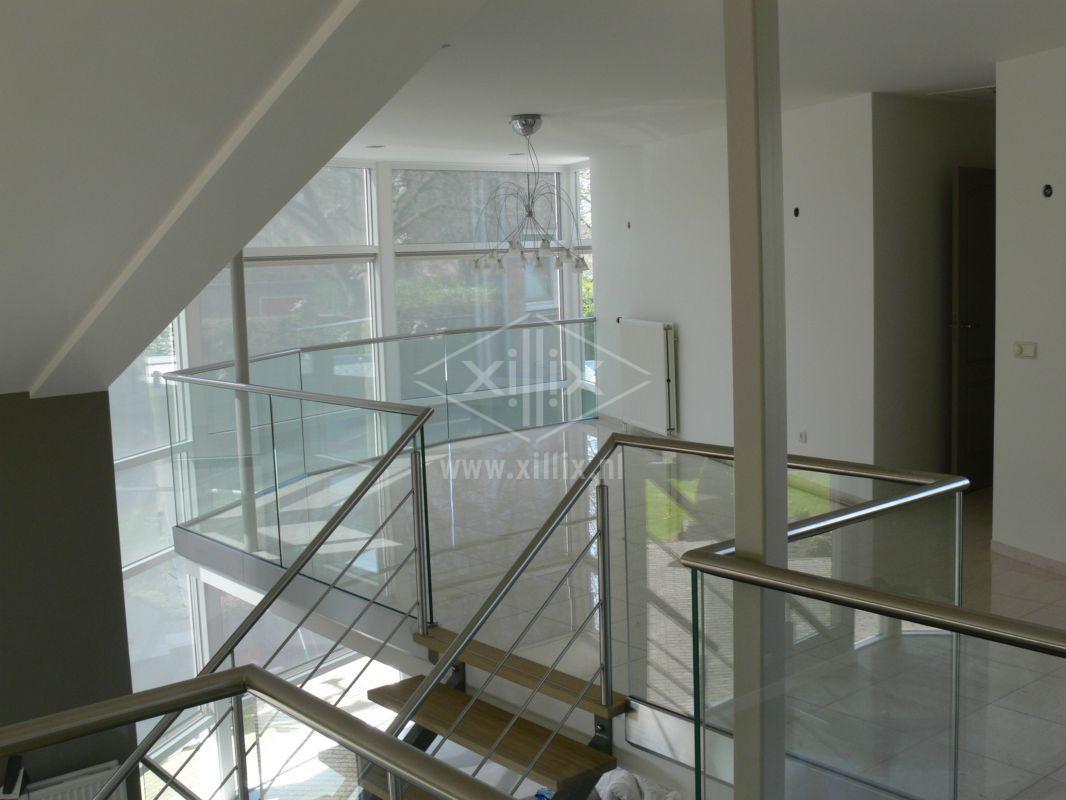 exclusieve volledig glazen balustrade xillix.nl