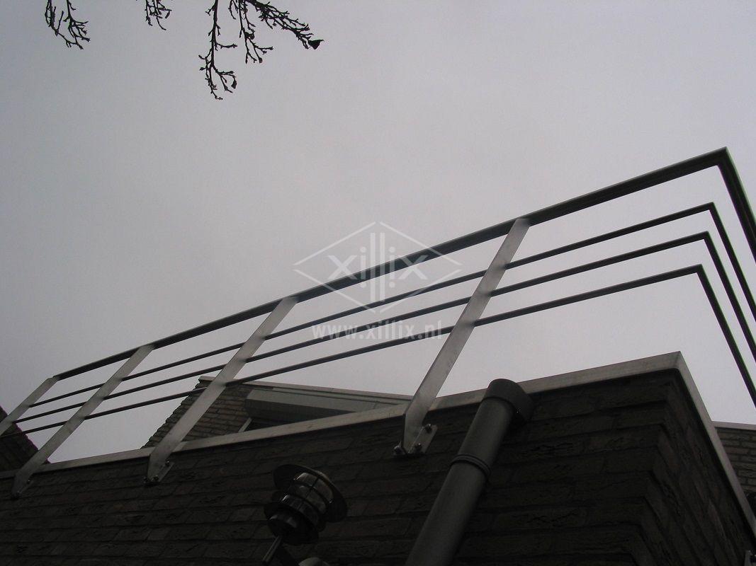 Xillix-lasergesneden-rvs balkonhekwerk.JPG