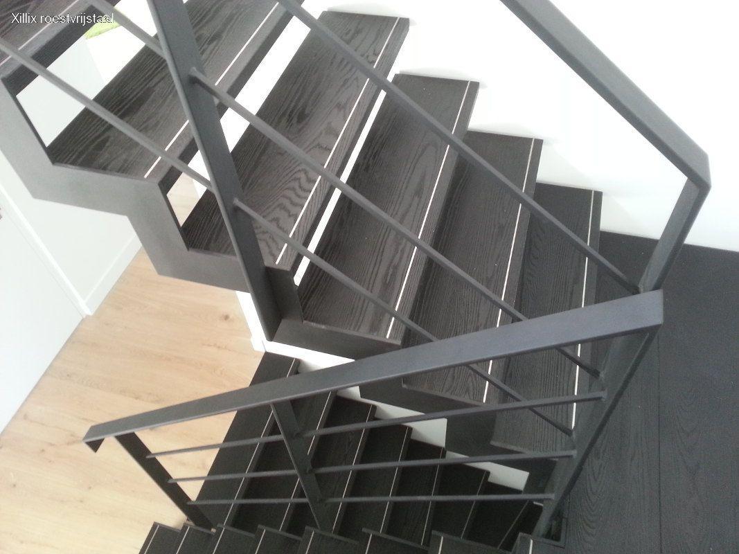 strak traphek zwart structuur gecoat