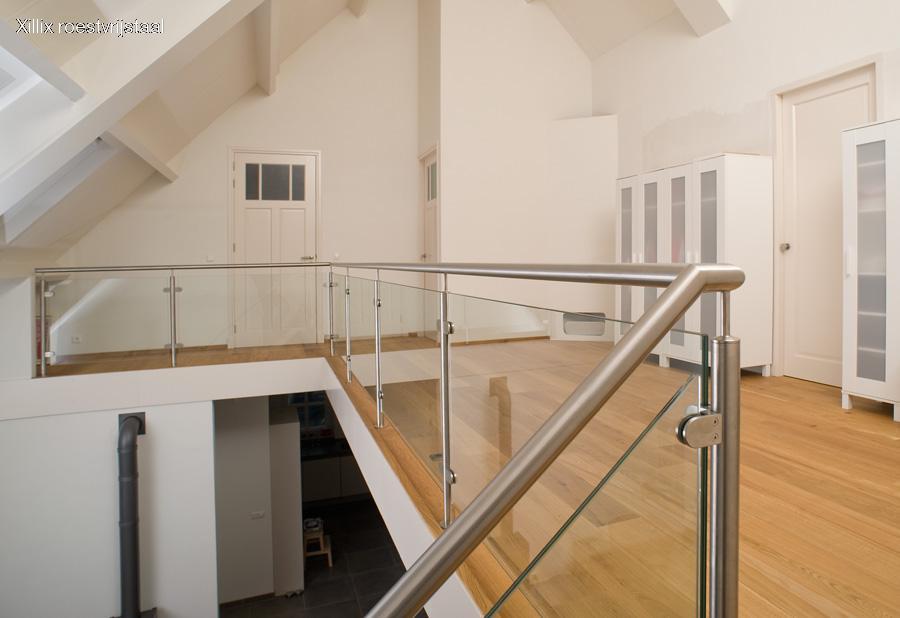 moderne balustrade van glas met rvs en glasklemmen xillix.nl