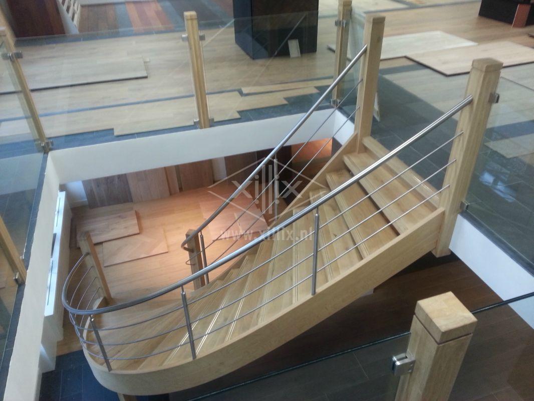 rvs gebogen traphek xillix.nl op houten trap