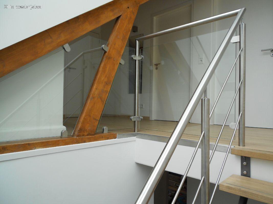 maatwerk doorvalbeveiliging van glas tussen de balken.