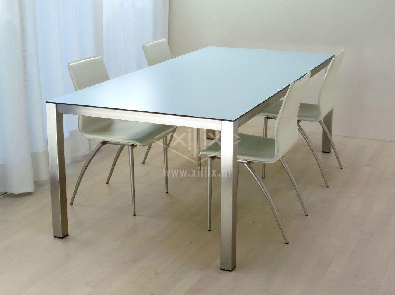 tafel xillix.nl met ijsblauw trespa blad