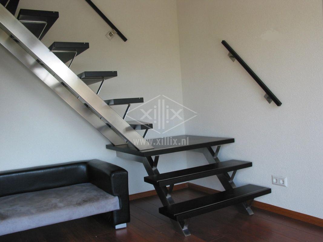 Xillix-rvs-trappen-met-bordes.jpg
