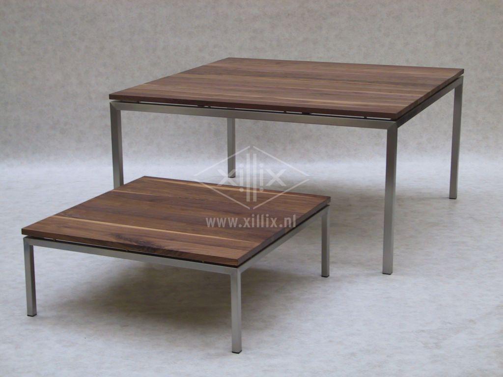 vierkante tafel van xillix.nl van noten met rvs en bijpassende salontafel