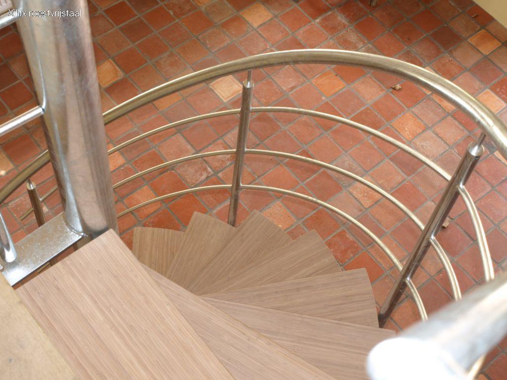bovenaanzicht van bamboe traptreden xillix.nl met white wash afwerking